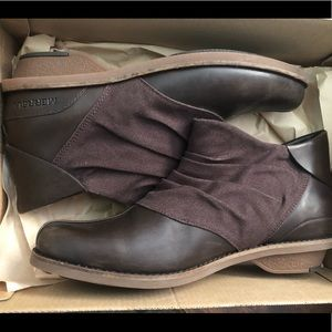 Brand New Merrell Adaline boots size 7.5 Brown